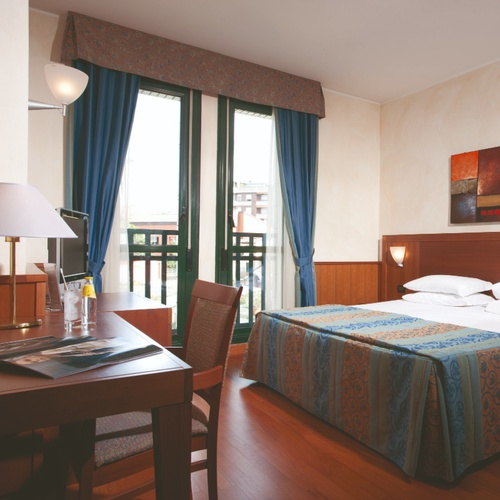 Superior single room raffaello hotel milan