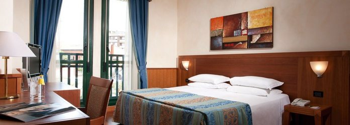 SUPERIOR DOUBLE ROOM Raffaello Hotel Milan